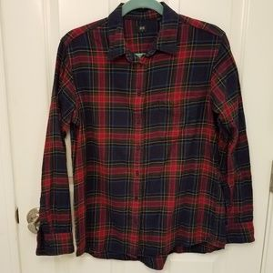 Uniqlo navy red plaid button down shirt